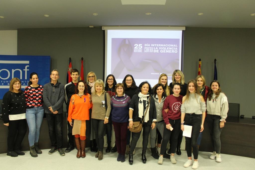 Mujeres de Binéfar se pronuncian contra la violencia de género