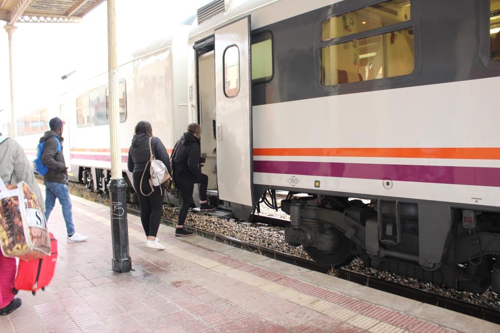 Alfonso Adán, en desacuerdo con el modo en que se ha decidido dejar de financiar algunos servicios ferroviarios que afectan a Binéfar y comarca