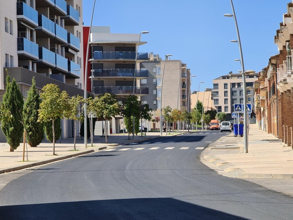 Finalizada la renovación del asfaltado de la calle Benito Coll y camino del Pueyo