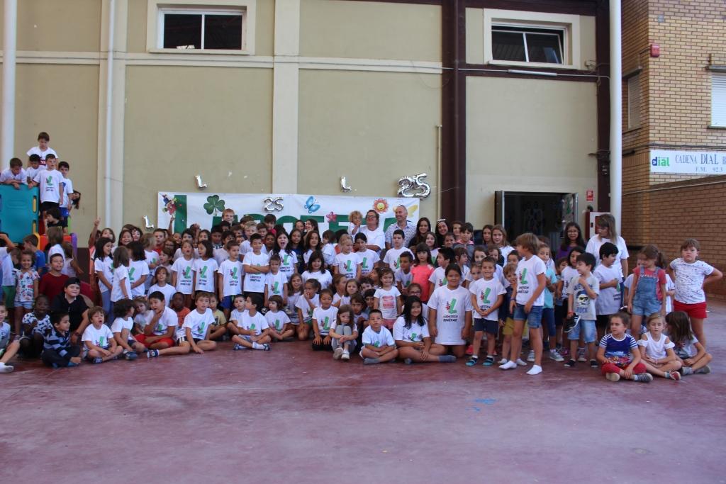 Cientos de niños han celebrado el 25 aniversario de la Ludoteca Municipal de Binéfar con juegos e hinchables
