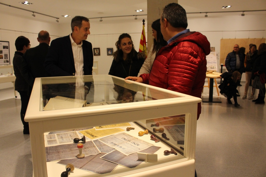 Una exposición recoge la historia de 100 años de Binéfar a través de las alcaldías para conmemorar los 40 años de democracia