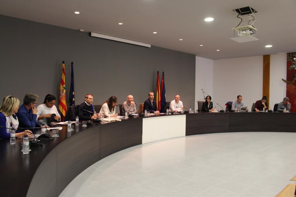 El pleno municipal aprueba por unanimidad la revisión sin subidas de tasas e impuestos para 2018