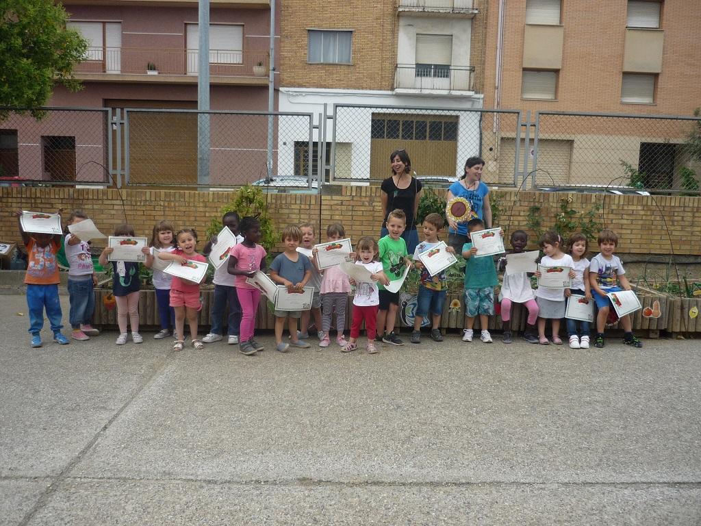 Entregados los diplomas a los hortelanos del colegio Víctor Mendoza