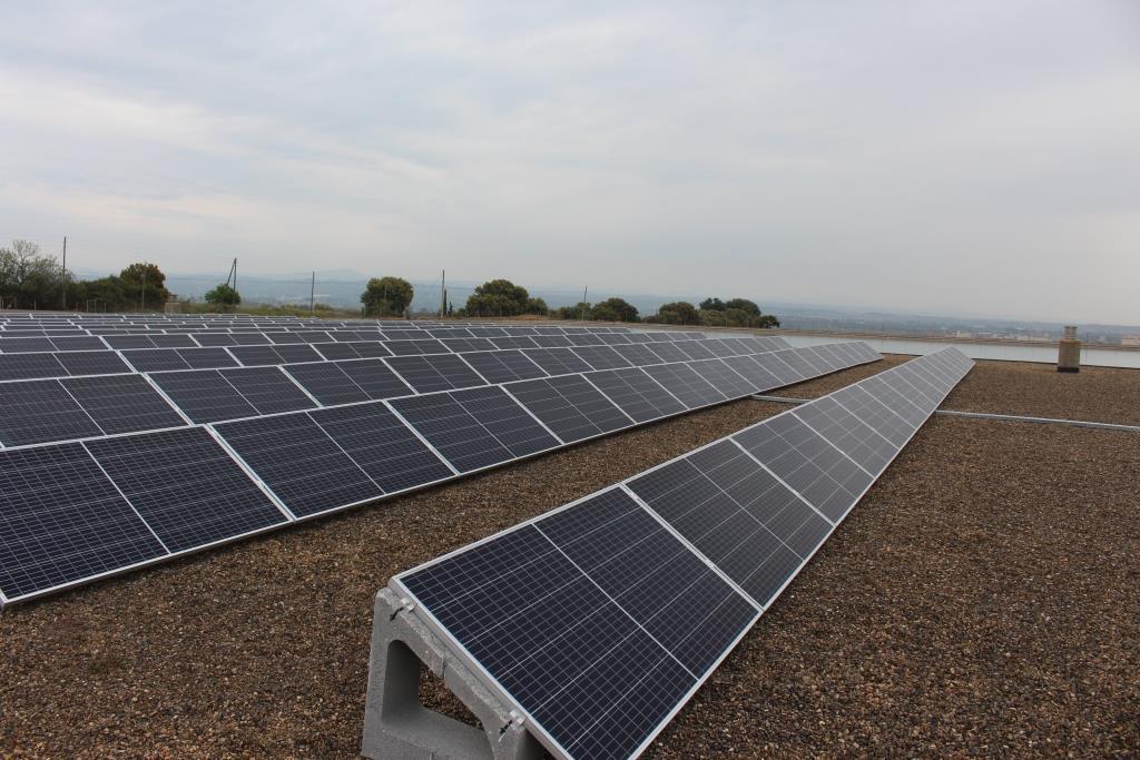 El Ayuntamiento de Binéfar ahorrará 70.000 kilovatios año con las placas fotovoltaicas instaladas en la planta potabilizadora