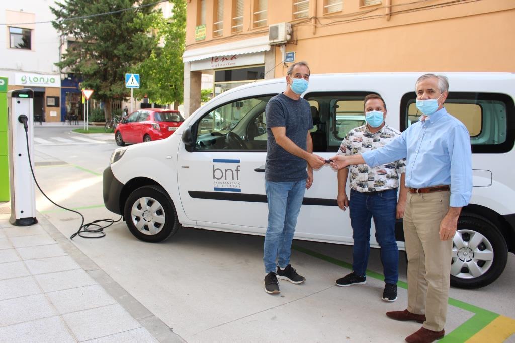 El Ayuntamiento incorpora el primer vehículo eléctrico a su flota