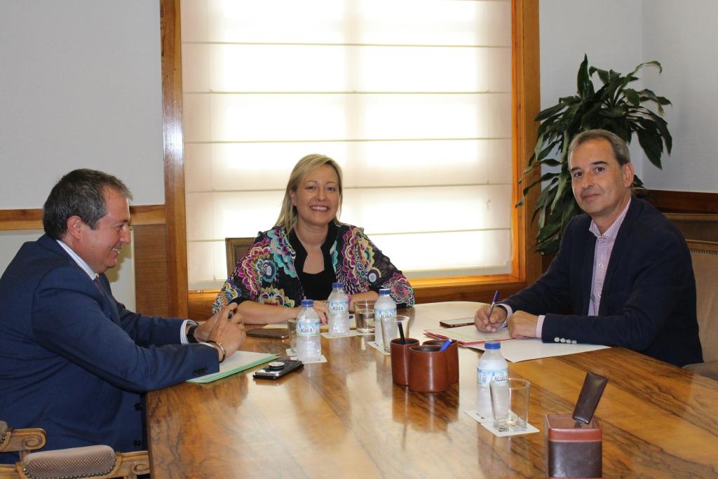 Alfonso Adán expuso las necesidades de Binéfar a Marta Gastón