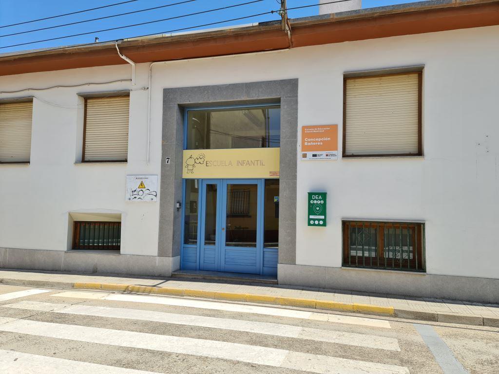 El Ayuntamiento invierte más de 18.000 euros en la pintura de centros educativos