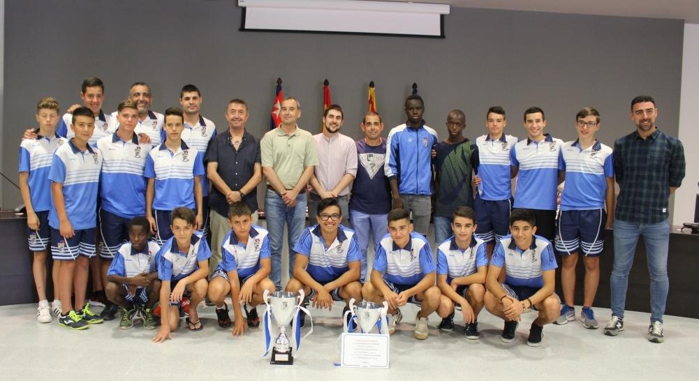 El Ayuntamiento homenajea al Club Fútbol Base por el ascenso de los equipos cadete e infantil