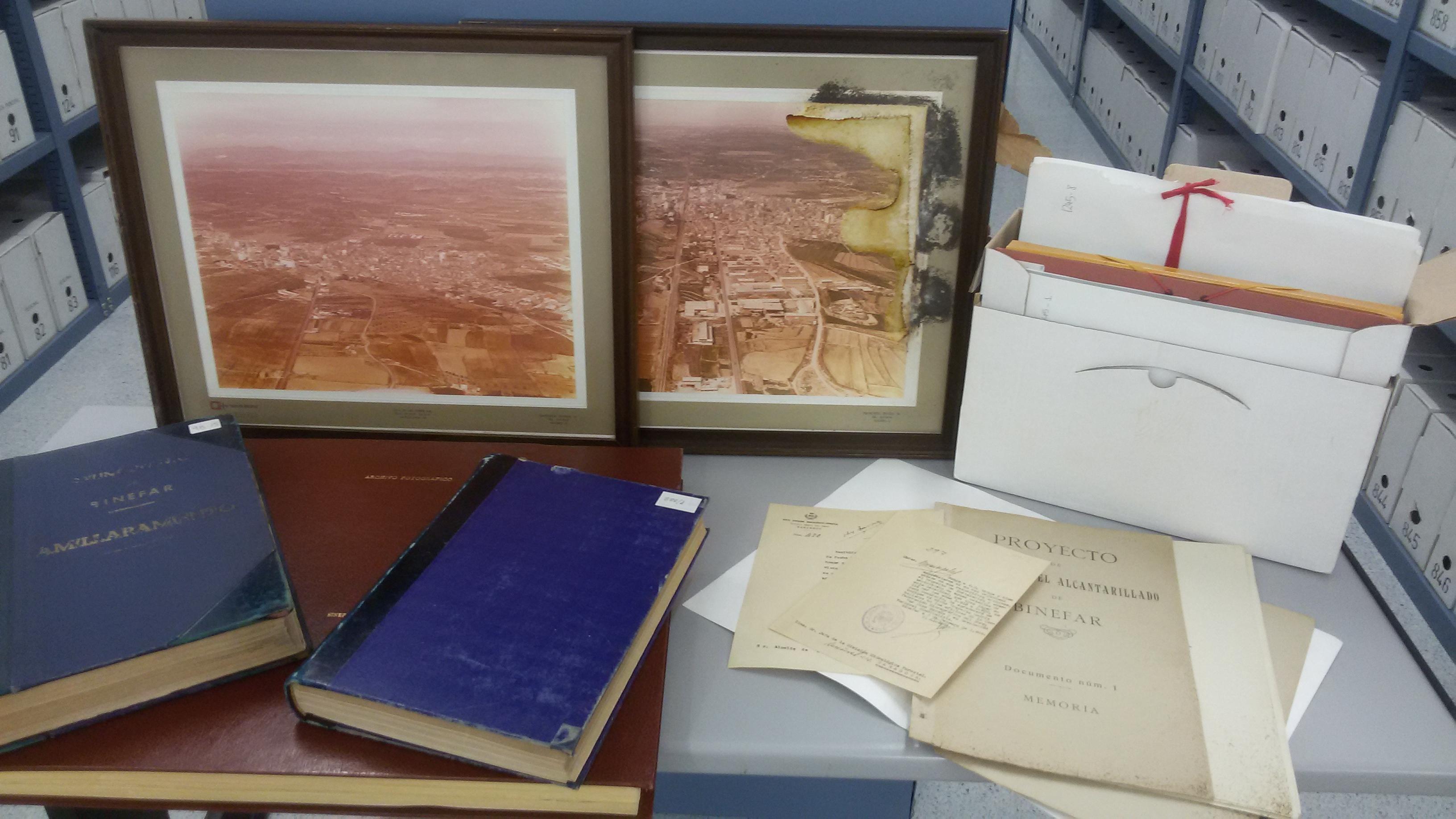 Exposición de documentación acompañada de fondo fotográfico. Un recorrido por nuestra historia a través del Patrimonio Documental.